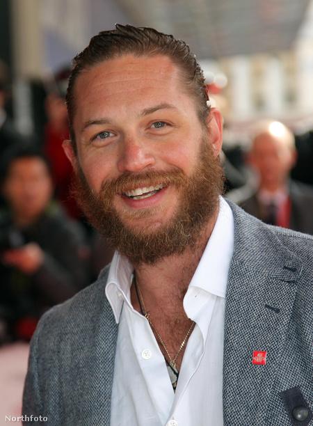 Legfrissebb fotónk Tom Hardyról: 2012. március 14-én egy jótékonysági eseményen jelent meg még terebélyesebb szakállal