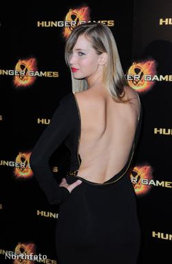 Jennifer Lawrence, az Éhezők viadala című film főszereplője a film március 15-i, párizsi premierjén
