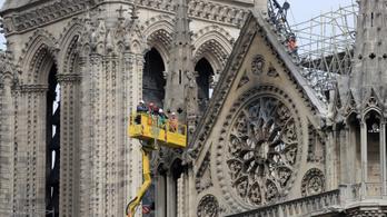 A keddi eső tovább pusztíthatja a Notre-Dame-ot