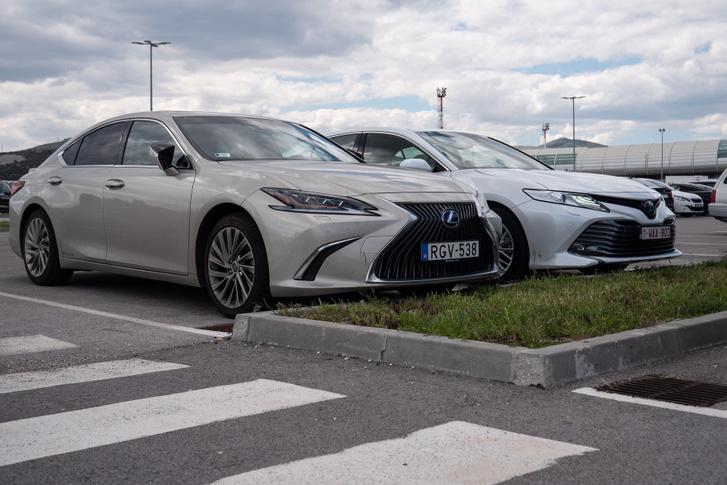 A két autó felszereltségtől függően 50-60 százalékban tartalmaz azonos alkatrészeket