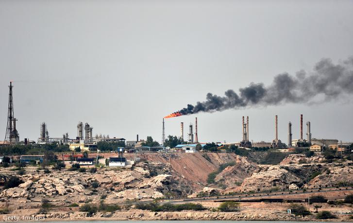 Az iráni Kharg-szigeten található olaj terminál, amely az iráni nyersolaj-kivitelének 95%-át adja