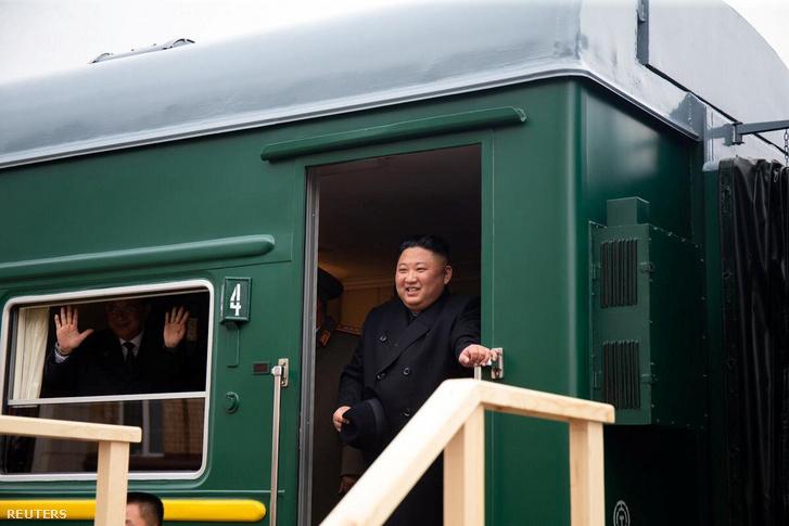 Kim Dzsongunt fogadják az oroszországi Haszanban 2019. április 24-én.