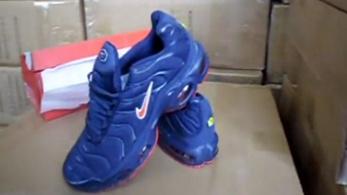 164 millió forint értékben talált kamu sportcipőket a NAV