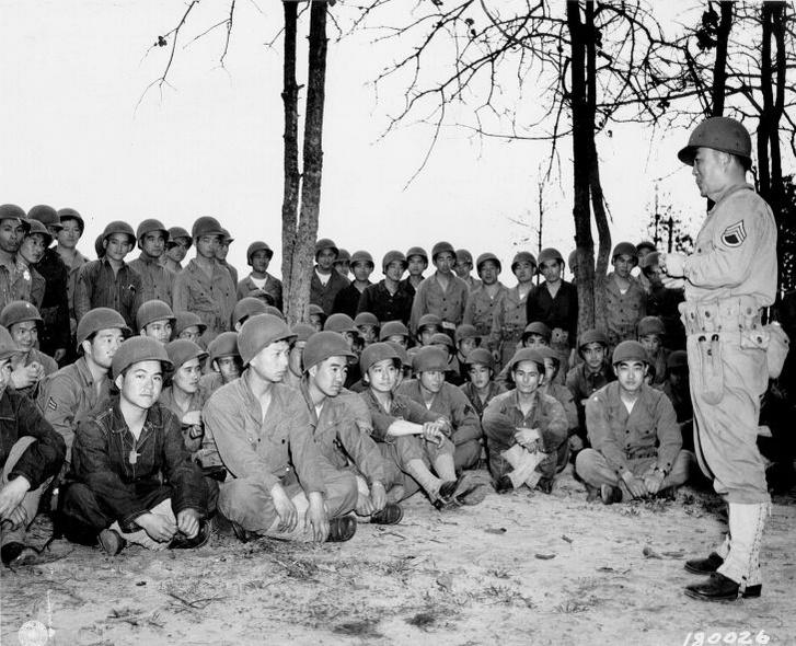 A 100. gyalogos zászlóalj tagjai gránátos kiképzésben részesülnek