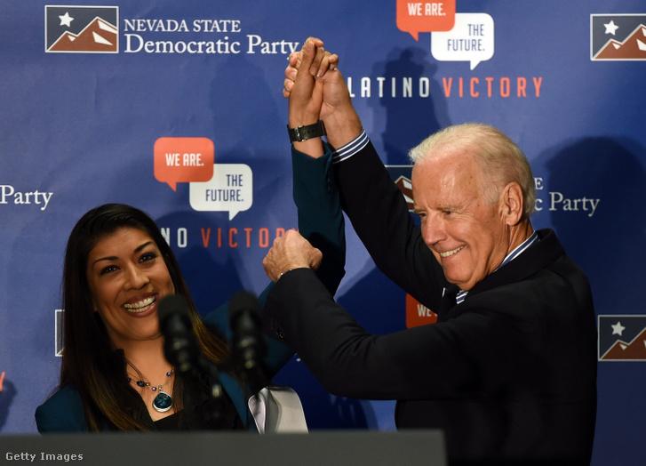 Egy demokrata párti képviselőnő, Lucy Flores pedig azzal vádolta meg Joe Bident, hogy egy nevadai pártrendezvényen hosszan tarkón csókolta, valamint simogatta.