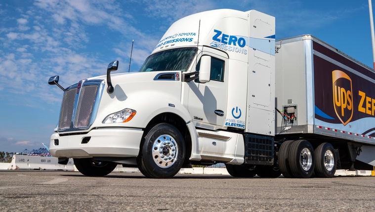 Hidrogén-kamiont tesztel a Toyota