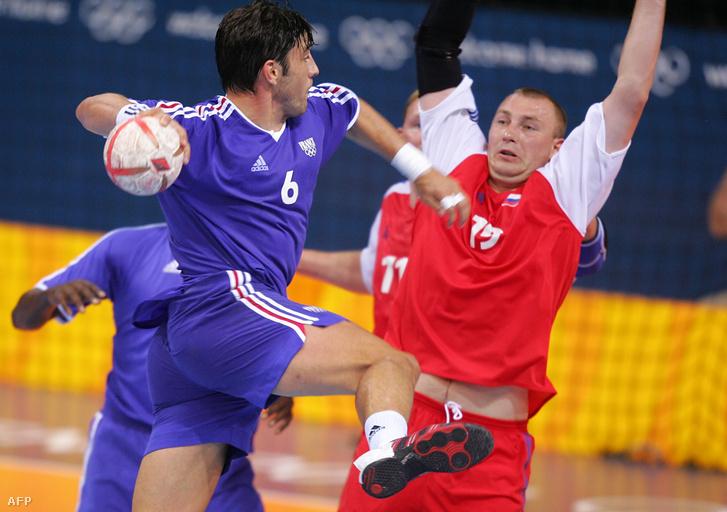 Szergej Pogorelov (jobbra) az athéni negyeddöntőben Franciaország - Oroszország mérkőzésen 2004. augusztus 24-én
