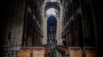 Néha rágyújtottak egy cigire a Notre-Dame felújításán dolgozó munkások