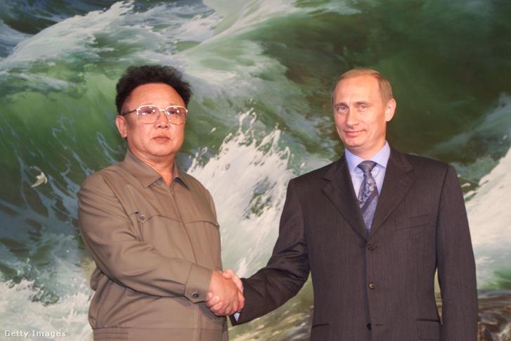 Kim Dzsongil és Vlagyimir Putyin 2000-ben