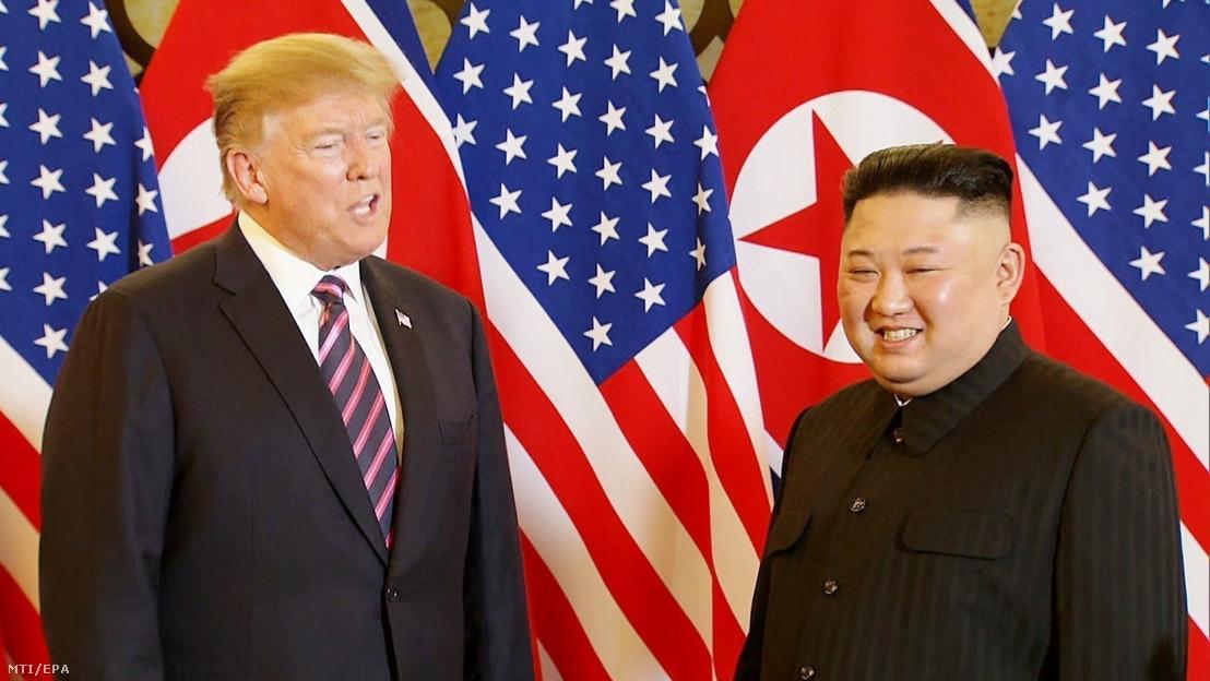 Donald Trump amerikai elnök (b) és Kim Dzsong Un észak-koreai vezetõ a hanoi Metropole szállodában 2019. február 27-én kétnapos csúcstalálkozójuk elsõ napján.