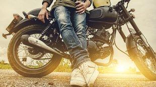 Motorral a siketség felé vezető úton?