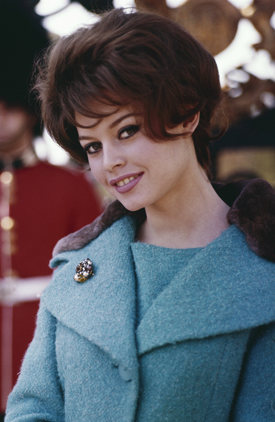 Brigitte Bardot színész- és énekesnő az '50-es, '60-as évek egyik nőideálja volt, őt tartották a legszexibb sztárnak akkoriban, és fiatalabb kori fotói alapján most is az ötödik helyet érdemelte ki.