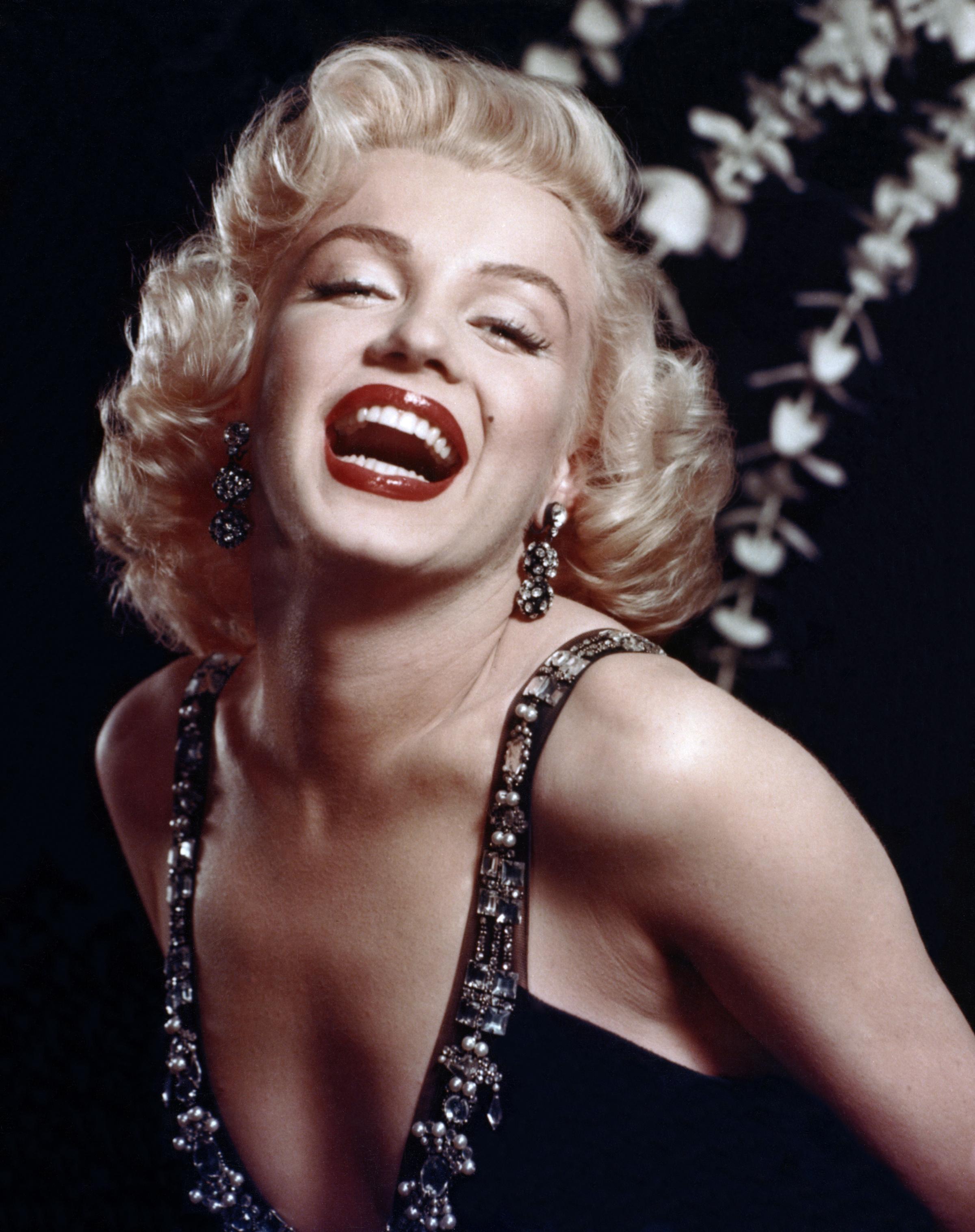 A negyedik helyet az örök szexbomba, a rejtélyes és csábító szépség, Marilyn Monroe kapta. A színésznő, modell és énekesnő a mai napig az egyik leggyönyörűbb nőnek számít.