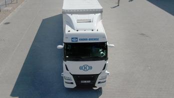 Szabadon engedtek egy kamiont emberi sofőr nélkül