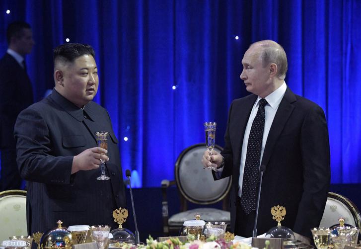 Vlagyimir Putyin és Kim Dzsongun a találkozójuk utáni fogadáson 2019. április 25-én