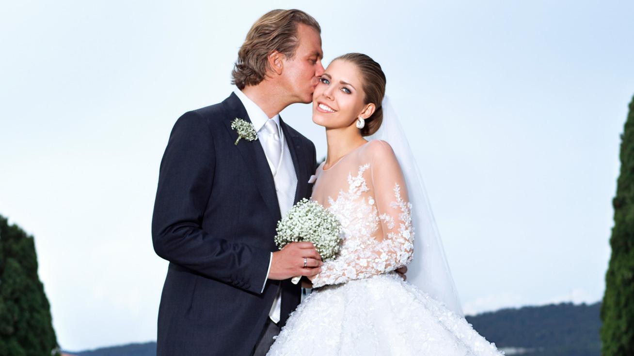 cb1e604b8d Közel 300 millió forint volt csak az esküvői ruha: mutatjuk a legdrágább  menyasszonyi ruhákat
