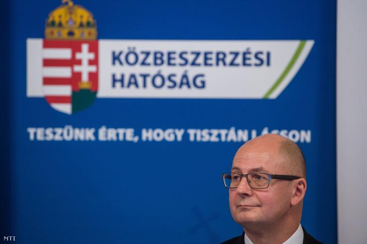 Rigó Csaba Balázs, a Közbeszerzési Hatóság elnöke a korrupcióellenes világnap, valamint az állami szervek korrupció elleni küzdelemben való együttműködéséről aláírt közös nyilatkozatának 7. évfordulója alkalmából tartott rendezvényen az Országház Gobelin-termében 2018. december 10-én.