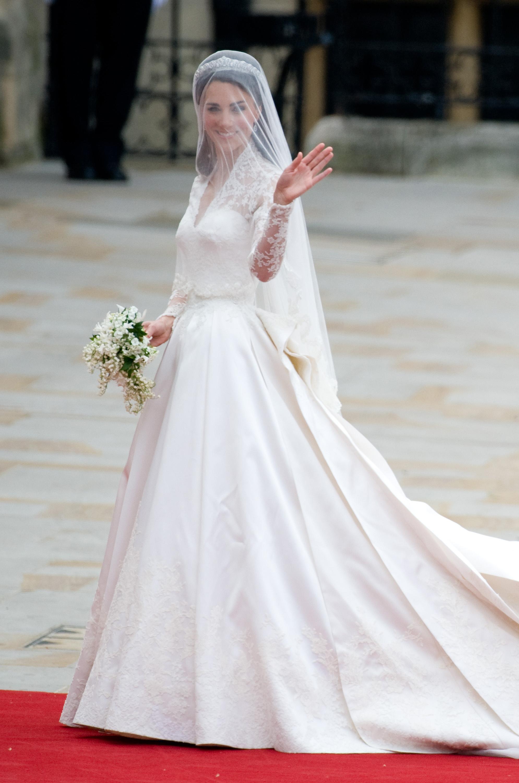 4d2b012097 Katalin hercegné csak a negyedik legdrágább ruhát választotta a  sztárvilágban: elegáns, mégis romantikus Alexander