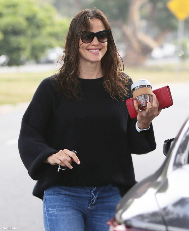tk3s x17 jennifer garner beautiful 042419 07