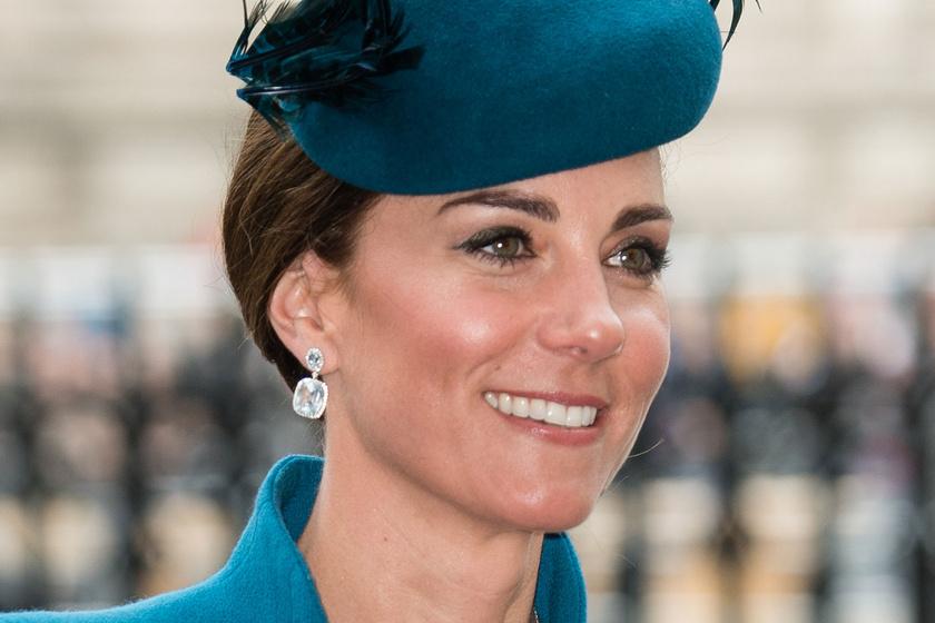 Katalin hercegné kék ruhában tündökölt - Harry herceg oldalán jelent meg