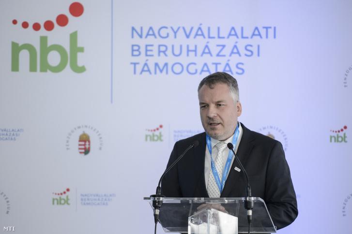 Horváth Richárd polgármester beszédet mond a Nordfilm Packaging Kft. új csomagolóanyag-üzemének átadásán Hatvanban 2018. november 15-én.