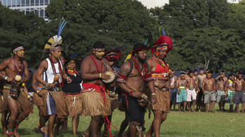 Többezer brazil őslakos tüntetett Bolsonaro ellen