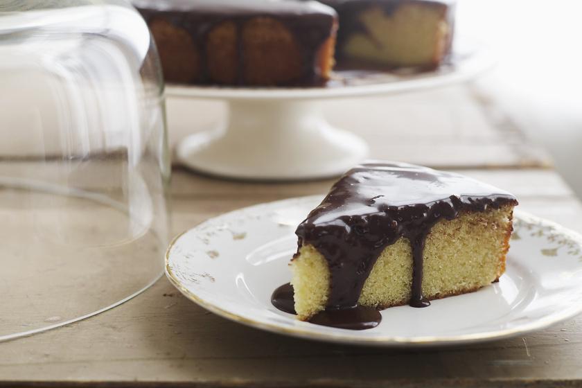 Egyszerű, kókuszos süti csokival leöntve: el sem tudod hibázni