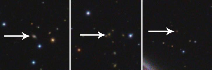 Balra a 820 millió fényévre lévő csillagontó galaxis, középen a nagyjából 2,2 milliárd fényévre lévő kölcsönható galaxispár, jobbra a 3,8 milliárd fényév távolságra megbújó galaxis