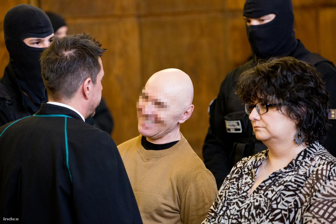 Jozef Rohac (középen), az Aranykéz utcai robbantás ítélethirdetésén 2016. március 31-én