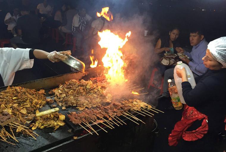 Laktató, finom és olcsó, ezért is annyira kedvelt street food az ayacucho, vagyis a nyárson sült marhaszív