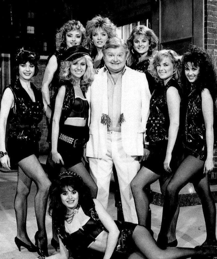 Bár Benny Hillt gyakran vették körül csinos lányok, ennek ellenére nem érezte magát sikeresnek a nők körében.