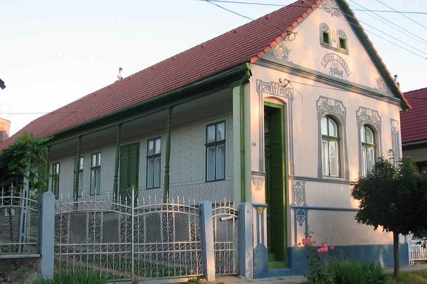 A sváb Hollókőnek nevezik a kis falut: tündérszép házikóit 200-an sem lakják