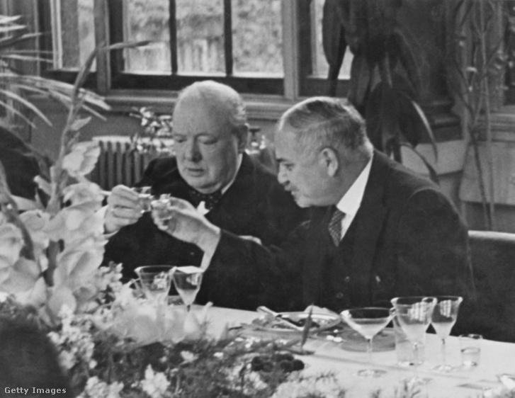 Winston Churchill és Ivan Majszkij szovjet nagykövet a londoni szovjet nagykövetségen 1941-ben