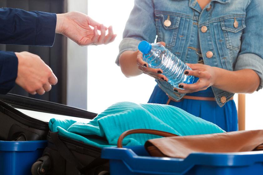 Folyadék szállítása repülőn: ennyit és így vihetsz fel a fedélzetre