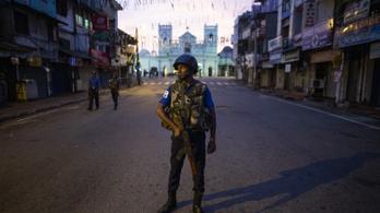 Rajtaütés után tűzpárbaj a Srí Lanka-i merénylet gyanúsítottjai és a hatóságok között