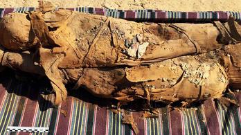 Legalább 34 múmiára bukkantak egy egyiptomi sírban