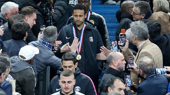 Neymar megütött egy nézőt, majd beszólt a csapattársainak