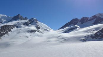 Négy síelőt ölt meg egy lavina Svájcban
