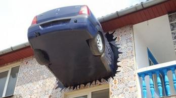 400 ezer forintba került, de megérte: végre egy Dacia áll ki a családi ház oldalából