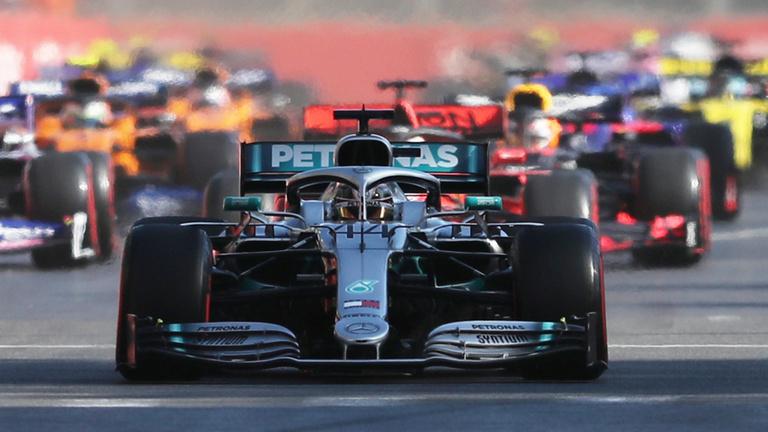 Sorozatban negyedik kettős győzelmét szerezte a Mercedes