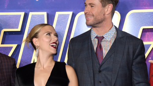 Scarlett Johansson és Chris Hemsworth előszedték legjobb dedós beszólásaikat