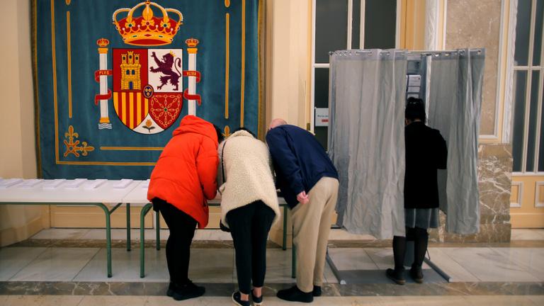 A szocialisták nyerték a spanyol választást, a Néppárt történelmit bukott