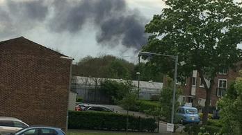 Hatalmas tűz miatt nem járnak a vonatok a Heathrow mellett