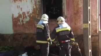 A szomszédja mentett ki egy várandós nőt az égő házából Pécsen