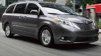 A Toyota megint egy vagyont tol az Uberbe