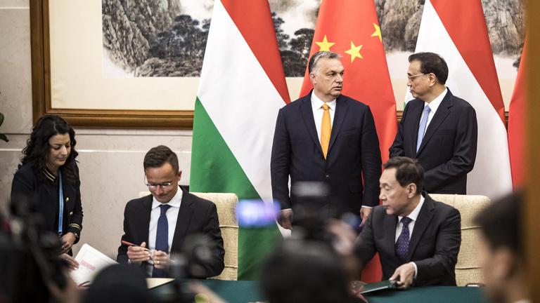 Kínai sikerekkel van kikövezve a magyar külpolitika zsákutcája