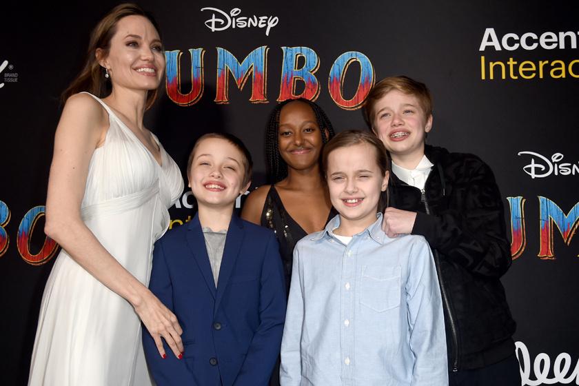 Angelina Jolie-t és négy legfiatalabb gyermekét legutóbb március végén, a Dumbo premierjén kapták lencsevégre a fotósok. Ámulunk, hogy az ikrek mekkorát nőttek az utóbbi időben.