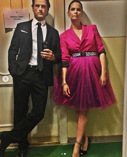 Fenyő Iván és Dobó Kata adta át a a moziforgalmazású alkotások kategóriájában a közönségdíjat a 4. Magyar Filmdíj gálaestjén. A színésznő pink ruhája Kiss Márk dizájnja.