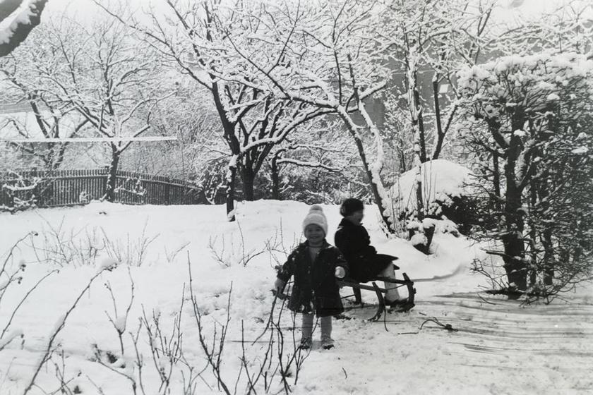 Akkor még igazi, nagy havak voltak: így játszottak nagyszüleink idején a gyerekek a hóban