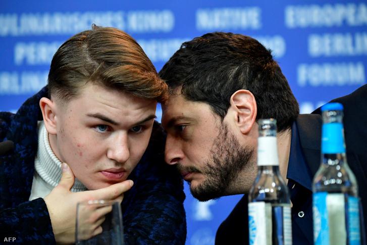 Artem Tkacsuk (balra) és a film rendezője és forgatókönyvírója, Claudio Giovannesi.